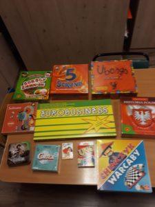 Nowości czytelnicze zakupione do biblioteki bursy i gry planszowe