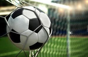 Mecz piłki nożnej pomiędzy gr. II i V.